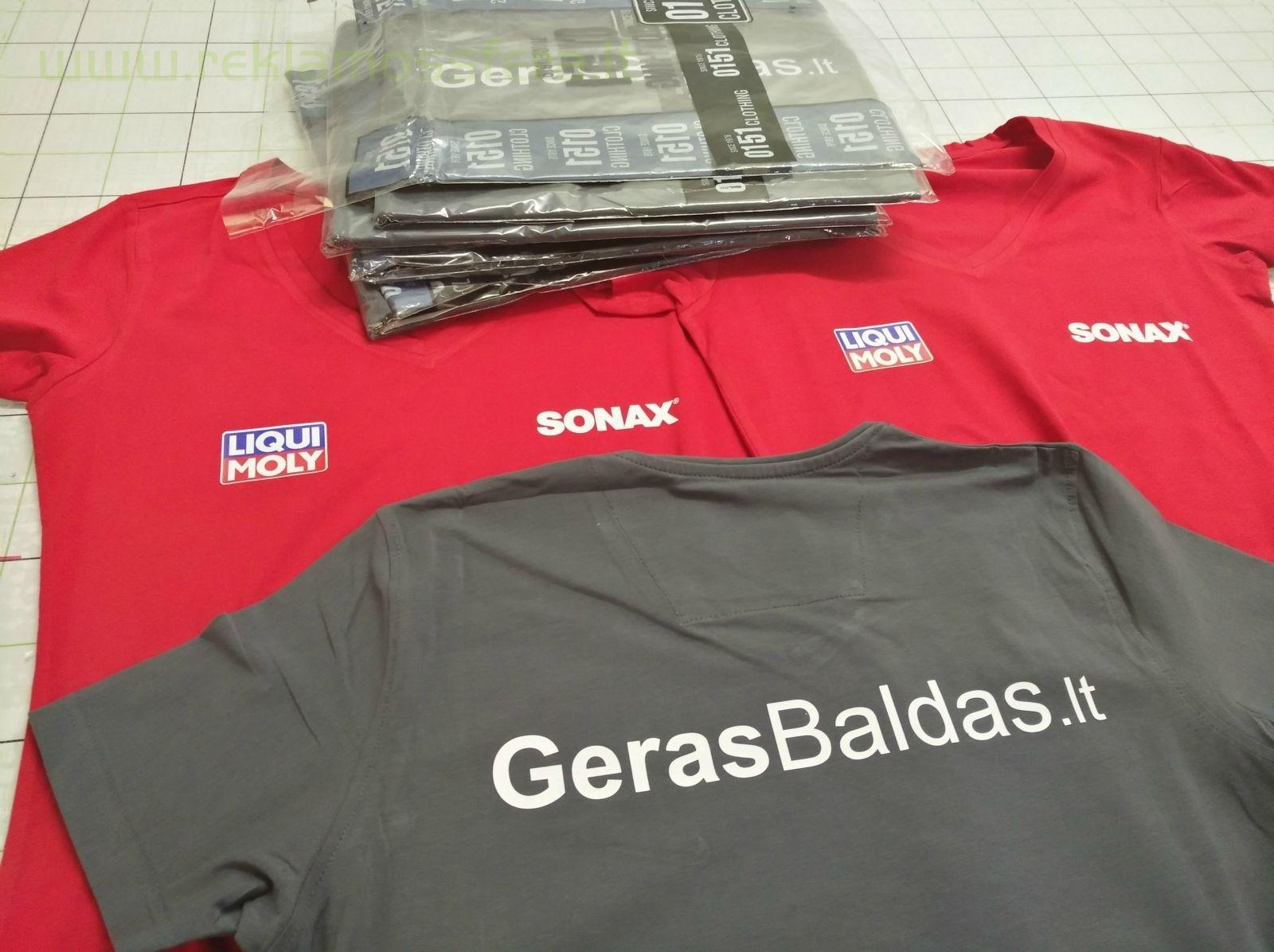 Įmonių logotipai ant marškinėlių