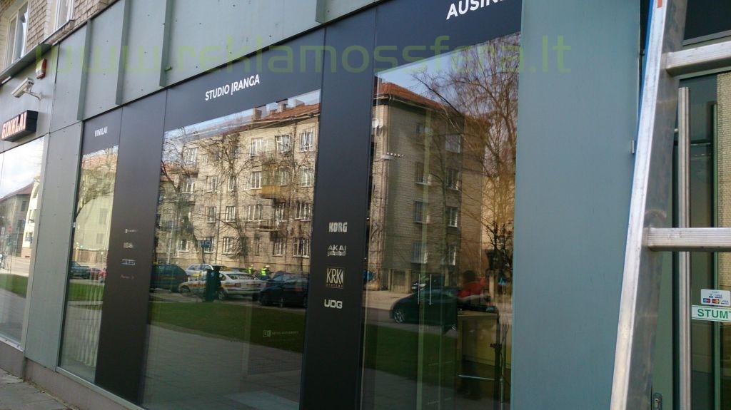 Šviečianti reklama, kolonos